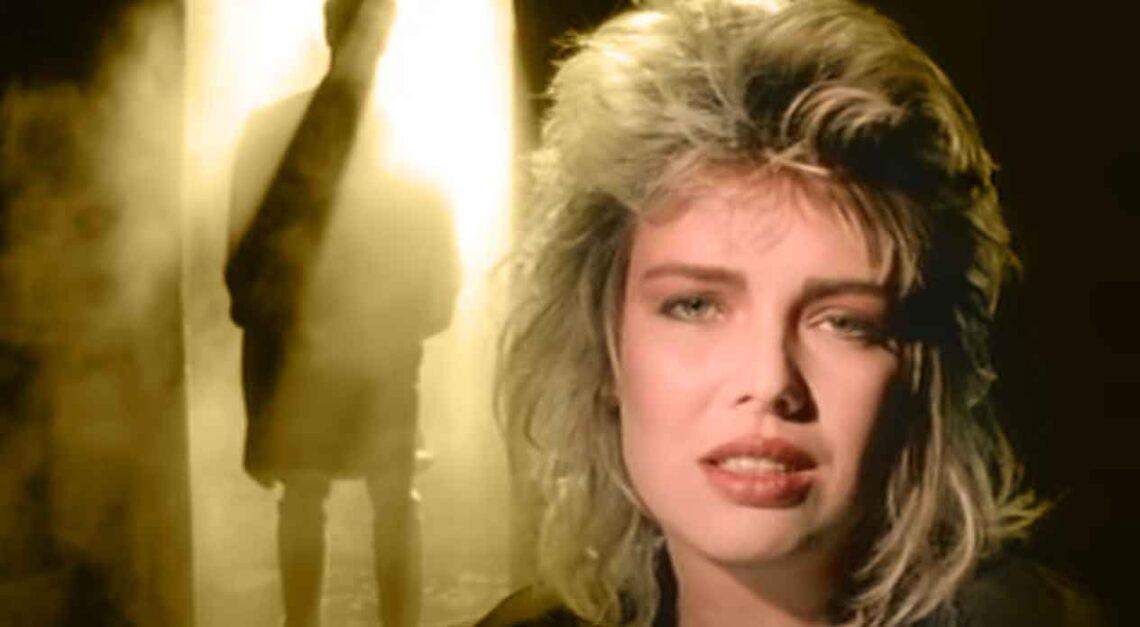 Kim Wilde - You Keep Me Hangin' On - Music Video